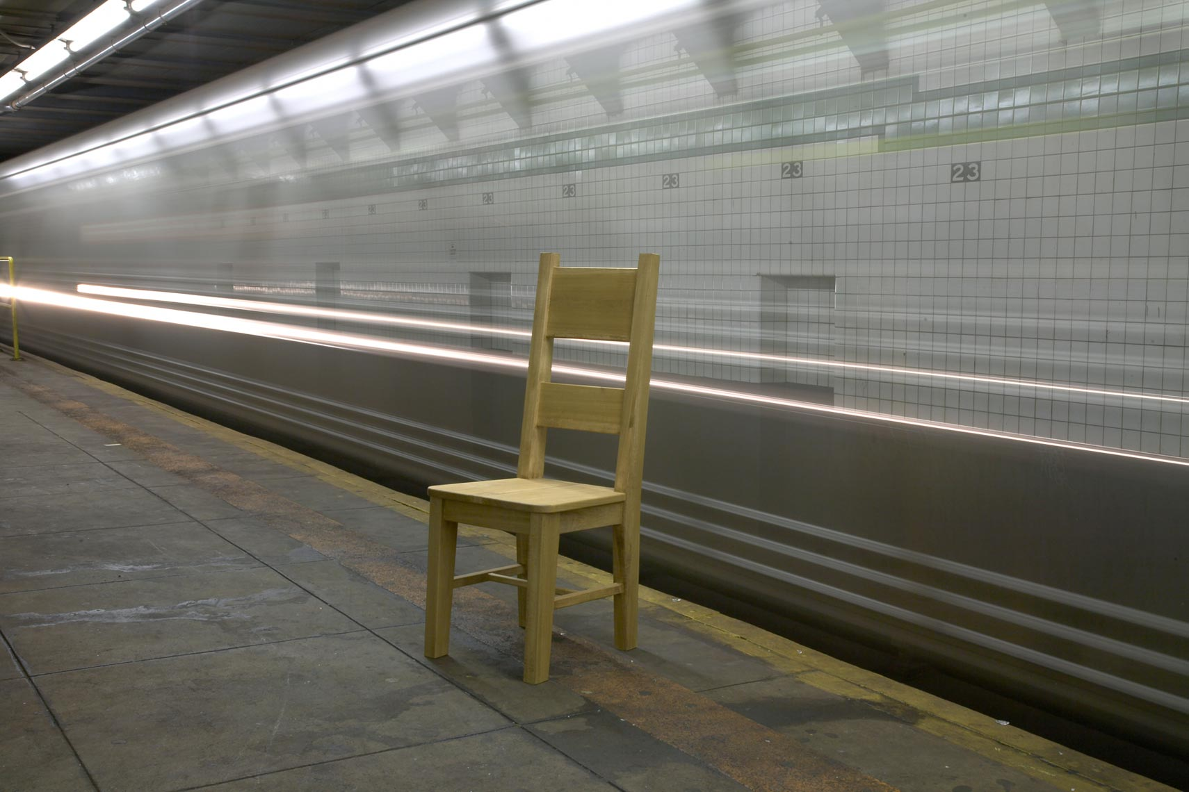 Chair_in_subway.jpg